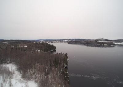 Flygvy över området och bysjön, vintern 2020