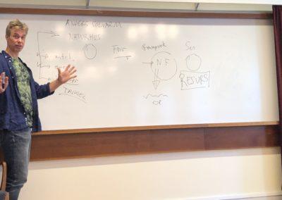 Anders Solvarm föreläser om sitt naturhus på vårt seminarium om vattenfrågor.